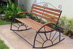 Sedia di legno in giardino Fotografia Stock Libera da Diritti