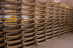 Sedia di legno piegata immagine stock libera da diritti