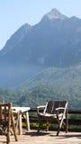 Sedia di legno sulla montagna Immagini Stock Libere da Diritti