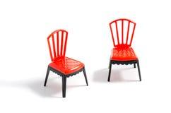 Sedia di plastica rossa su fondo bianco Immagine Stock