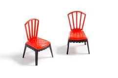 Sedia di plastica rossa su fondo bianco Immagini Stock