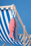 Sedia di spiaggia blu immagine stock