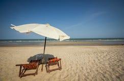 Sedia di spiaggia delle coppie fotografie stock