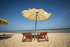 Sedia di spiaggia delle coppie fotografia stock