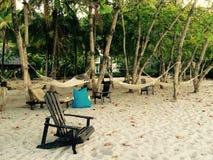 Sedia di spiaggia e amache Costa Rica Immagini Stock