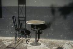 Sedia e pareti della Tabella Fotografia Stock