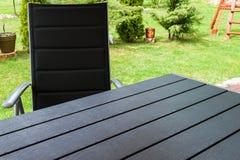 Sedia e tavola di giardino Fotografia Stock Libera da Diritti