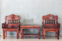 Sedia e tavola di legno Immagini Stock