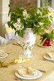 Sedia e tavole messe per nozze Fotografia Stock