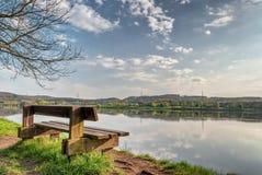 Sedia isolata nel lago Kemnade Bochum Fotografia Stock Libera da Diritti