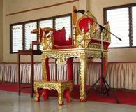 Sedia per il monaco tailandese nel tempo di sermone Fotografie Stock Libere da Diritti