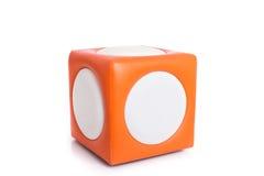 Sedia quadrata arancio delle feci isolata su bianco Immagini Stock