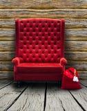 Sedia rossa nel vecchio interno fotografie stock libere da diritti