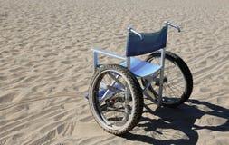 sedia a rotelle isolata fatta di alluminio Fotografia Stock