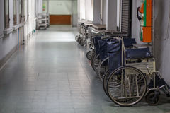 Sedia a rotelle nell'ospedale Immagine Stock