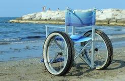 Sedia a rotelle speciale con la struttura di alluminio per prendparteere a Th Immagine Stock Libera da Diritti