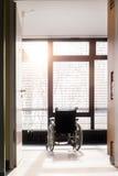 Sedia a rotelle in un ospedale fotografia stock