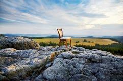Sedia sopra una montagna immagine stock libera da diritti