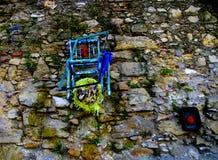 Sedia sulla parete Immagine Stock Libera da Diritti