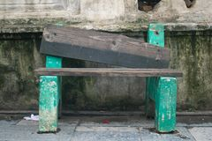Sedia verde sul tempio del pasupatinath fotografia stock