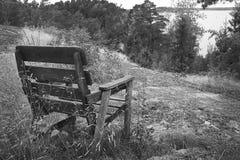 Sedia vuota, posto perfetto per lo sguardo fuori dell'orizzonte dell'oceano Tema di estate Immagini Stock Libere da Diritti