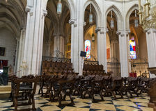 Sedie in Almudena Cathedral, Madrid, Spagna Immagini Stock Libere da Diritti
