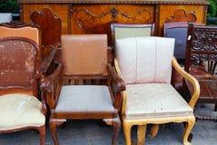 Sedie antiche, mercato delle pulci di Atene Fotografia Stock