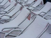 Sedie coperte di neve Immagine Stock Libera da Diritti