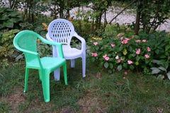 Sedie del bambino nel giardino Fotografia Stock