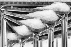 Sedie del terraze di Antivari impilate nell'inverno Fotografie Stock Libere da Diritti