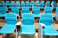 Sedie di conferenza nel corridoio di conferenza vuoto Fotografia Stock Libera da Diritti