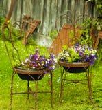 Sedie di giardino antiche Immagini Stock Libere da Diritti
