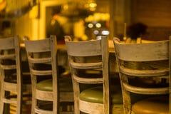 Sedie di legno nel ristorante Fotografie Stock Libere da Diritti