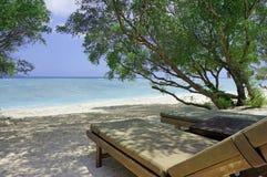 Sedie di salotto che trascurano il mare di Bali Fotografia Stock