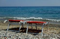 Sedie di spiaggia arancio Immagine Stock Libera da Diritti