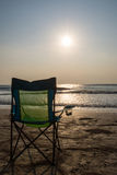 Sedie di spiaggia di Silouette a Sunsetp Fotografie Stock Libere da Diritti