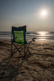 Sedie di spiaggia di Silouette a Sunsetp Immagine Stock Libera da Diritti