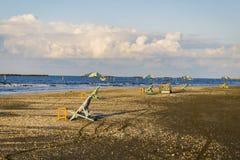 Sedie di spiaggia e tavole, Damietta, Egitto fotografie stock libere da diritti