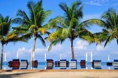 Sedie di spiaggia su tropicale perfetto Immagine Stock Libera da Diritti