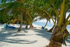 Sedie di spiaggia variopinte Immagini Stock