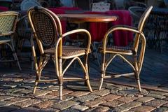 Sedie e tavola in caffè di outdor Fotografia Stock Libera da Diritti