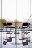 Sedie e tavola di affari Fotografia Stock
