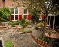 Sedie e tavole del ristorante in caffè Fotografia Stock