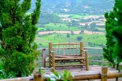 Sedie fatte di bambù, che è sull'alta vista del sedile della valle Immagini Stock Libere da Diritti