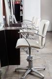 Sedie nel salone di capelli Immagini Stock Libere da Diritti
