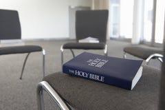 Sedie presentate per il gruppo di studio della bibbia fotografia stock libera da diritti