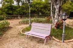 Sedie rosa nel giardino Immagine Stock Libera da Diritti