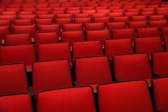 Sedie rosse nel cinema Fotografia Stock