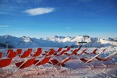 Sedie sui pendii delle montagne nelle alpi, Austria Immagine Stock
