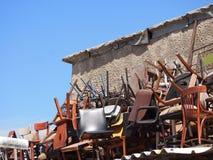 Sedie sul tetto del mercato delle pulci Fotografia Stock